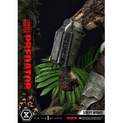 statua predator broń na ręku
